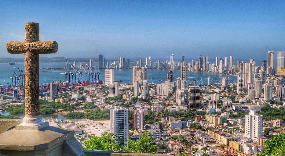 PANAMA CANAL ROYAL CLIPPER SAILING 2021